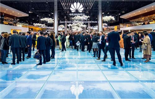 p18--2018-世界移動大會上的華為展廳---圖片來源:華為媒體圖庫
