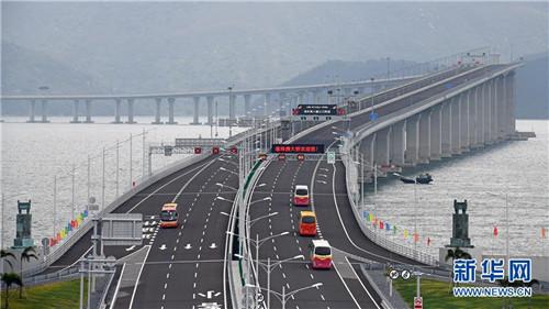 2018年10月24日,港珠澳大橋正式通車運營。 新華社記者 梁旭 攝