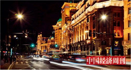 p16外滩万国建筑博览群前车水马龙《中国经济周刊》记者---王雨菲_-摄