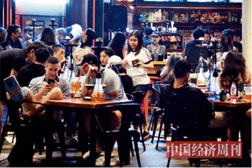 p18 大同坊里来自世界各国的特色餐吧 《中国经济周刊》记者   王雨菲| 摄