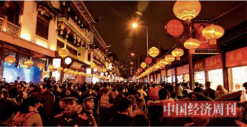 p19 春节民俗灯会期间的豫园《中国经济周刊》记者   王雨菲| 摄