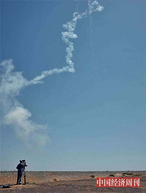 p25双曲线一号运载火箭成功首飞后,星际荣耀团队在发射现场庆祝。 《澳客彩票平台APP》首席摄影记者  肖翊  摄