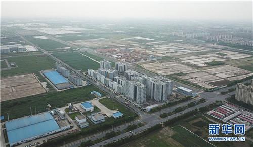 俯瞰上海临港(6月27日无人机拍摄)。 新华社记者 方喆 摄