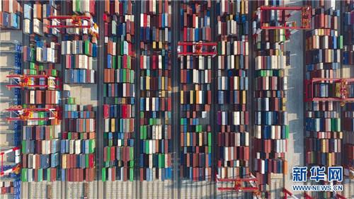 上海洋山深水港四期自动化码头(2018年7月25日无人机拍摄)。 新华社记者 丁汀 摄