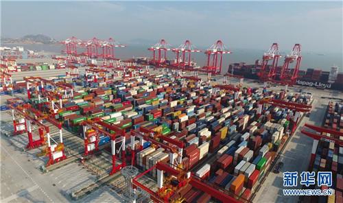 上海洋山深水港四期自动化码头(2018年7月25日无人机拍摄)。 新华社记者 丁汀 摄2