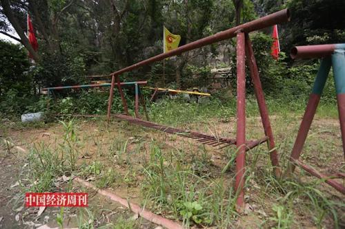 帶鐵刺的路障,黃志賢的保安隊曾用這類器具與鳳凰別墅山莊的業主對峙。(《中國經濟周刊》攝影記者 胡巍 攝)