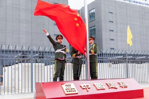 2(图:开工现场举行隆重的升国旗仪式 赵海龙摄)