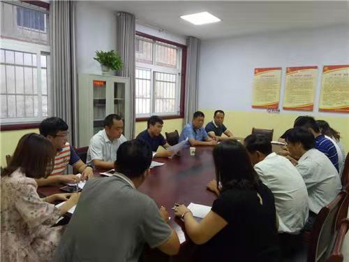 洛龙区委副书记、区长张玉杰到龙门街道花园村调研基层党建工作