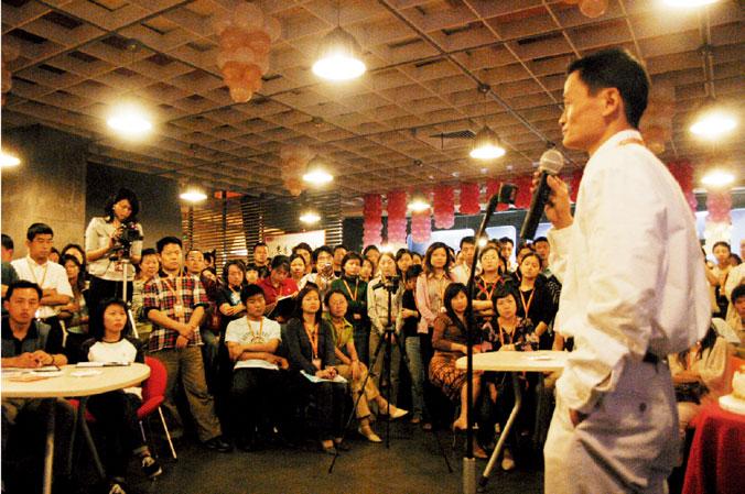 2005 年,马云在第一个阿里日上演讲