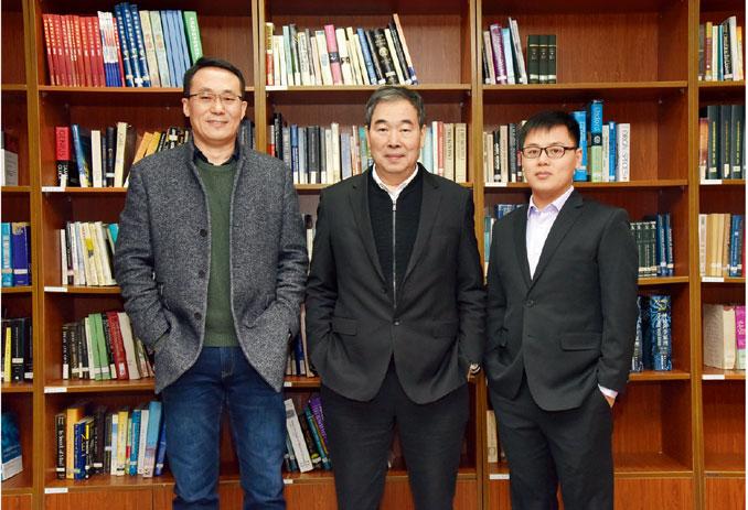 体细胞克隆猴团队主要成员:蒲慕明(中)、孙强(左)、刘真(右)中科院脑智卓越中心  供图
