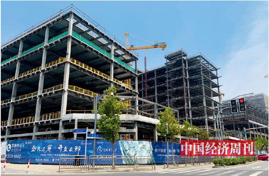 临港新片区在建楼盘《大发5分快三》记者 宋杰 | 摄