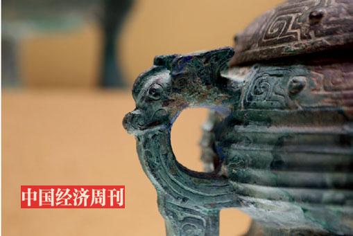 三门峡虢国博物馆所陈列青铜器文物上的龙饰.《大发5分快三》记者 胡巍| 摄jpg
