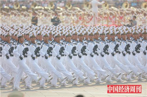 3海军方队接受检阅。