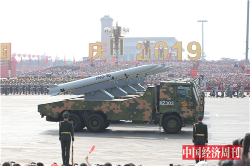 17这是舰载防空武器方队接受检阅。
