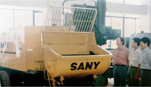 p83 1994 年,三一進軍工程機械領域,研制出中國第一臺開式混凝土拖泵。圖片來源:三一重工提供