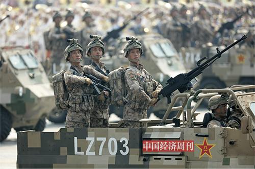 p56-57 这是特战装备方队。