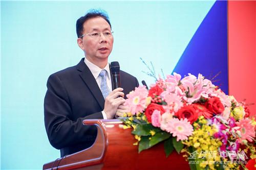 中华医学会皮肤性病学分会主任委员陆前进教授