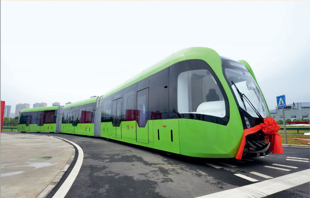 2017 年6 月2 日,全球首列虚拟轨道列车在中车株洲电力机车研究所首次亮相。