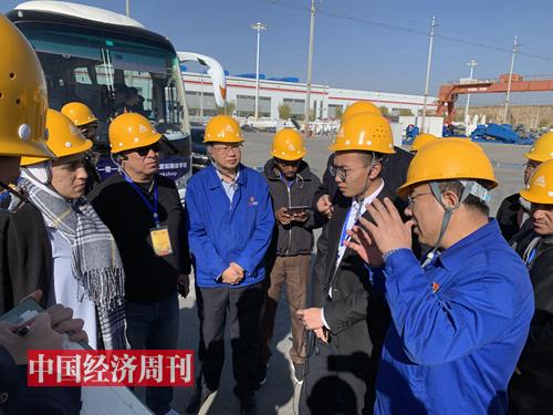 考察蘭石集團高端裝備產業園,這里很多設備、服務出口到中東石油國家。2