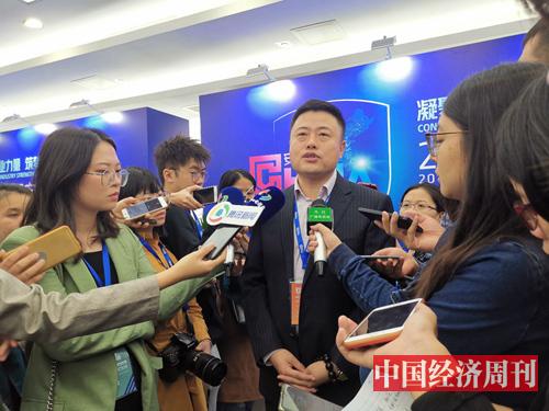 腾讯云的签约代表李向前接受媒体采访 《中国经济周刊》记者 罗赟 摄