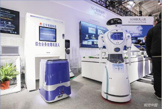 P46辽宁省税务局展示5G 智能税收系统,它的使用将为优化营商环境做出新的贡献。