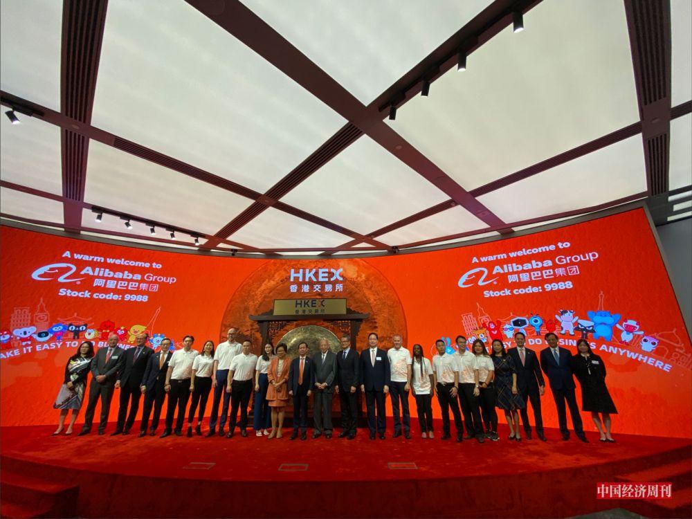 P50 2019 年11 月26 日,阿里巴巴集团正式在港交所挂牌上市。《中国经济周刊》记者 孙冰I 摄