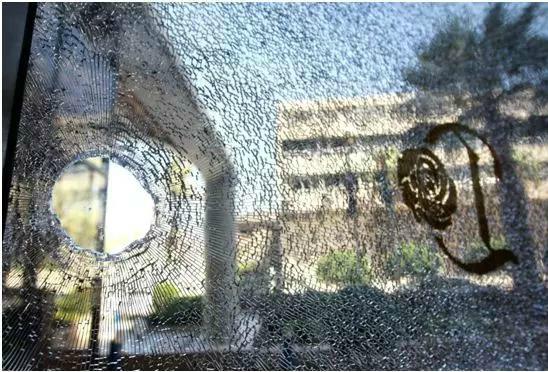 《坚守战地1200天》中收录了焦翔拍摄的珍贵照片