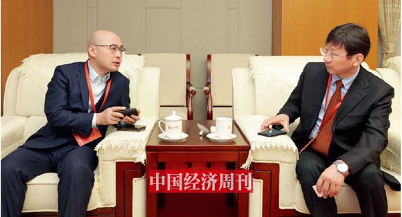 P009 中国银保监会国有重点金融机构监事会原局长陈伟钢与百融云创董事长、CEO 张韶峰在论坛开幕前交流