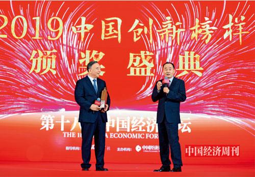 P11 中国上市公司协会会长宋志平与中国经济周刊社长兼总编辑季晓磊在论坛现场