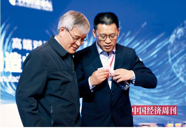 P13 科技部科技评估中心副主任邢怀滨与中控科技集团创始人褚健在论坛现场交流