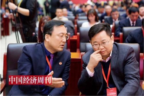 P15 北京市京师律师事务所主任张凌霄与广工大数控装备协同创新研究院院长杨海东在论坛现场交流