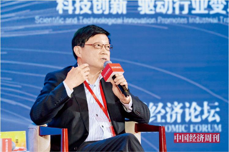 "P79 连平在第十八届中国经济论坛上参加""科技创新 驱动行业变革""分论坛"