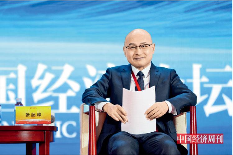 "P81 张韶峰在第十八届中国经济论坛上参加""科技创新 驱动行业变革""分论坛"