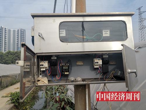 花田定時澆水系統和電閘 《中國經濟周刊》記者 羅赟 攝