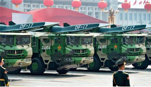 p12-22019 年10 月1 日上午,慶祝中華人民共和國成立70 周年大會在北京天安門廣場隆重舉行。這是東風-17 常規導彈方隊。
