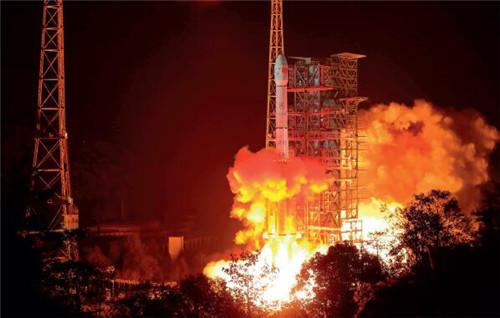 p14-32018 年12 月8 日,我国在西昌卫星发射中心用长征三号乙运载火箭成功发射嫦娥四号探测器,开启了月球探测的新旅程。