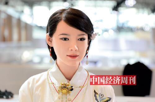 p27-中國科技大學研制的國內首臺體驗交互機器人佳佳《中國經濟周刊》首席攝影記者 肖翊  攝