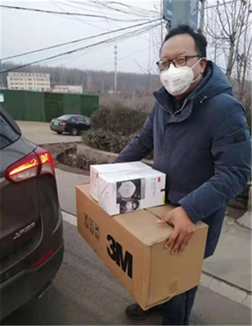 3  十万村冯万子捐赠口罩