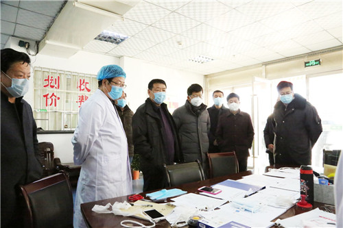 疫情防控領導小組成員檢查指導校醫院疫情防控工作