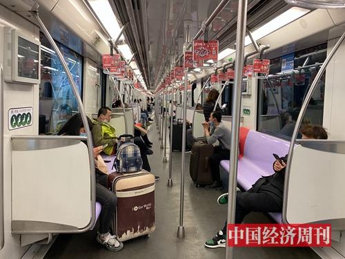 3月3日,上海地铁十号线上场景。(宋杰摄影)