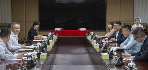 3月20日,省政府与携程集团在海口举行工作座谈。省长沈晓明、携程集团董事局主席梁建章参加。来源:海南日报_副本