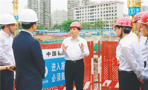 3月18日,省委书记刘赐贵来到招商局海南区域总部一期项目现场,调研重点项目复工复产情况。来源:海南日报_副本