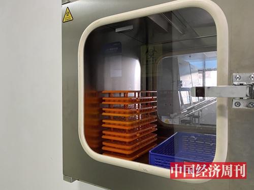 二级生物安全实验室外人无法进入,递送标本通过该窗口