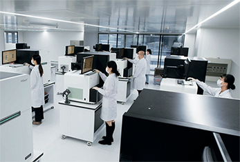 81-2 近日,浙江大學郭國驥教授團隊在《自然》雜志上發布重大研究成果,宣布繪制出首個人類細胞圖譜,包括瑞普基因在內的多家企業參與其中。圖片來源:受訪者提供