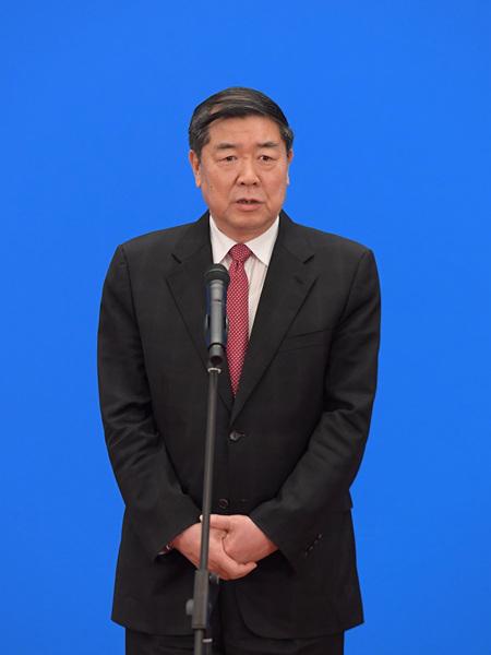 国家发展和改革委员会主任何立峰通过网络视频方式接受采访。新华社记者 李贺 摄
