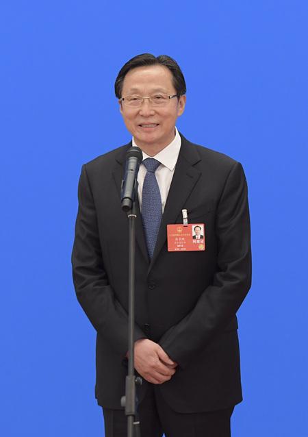 农业农村部部长韩长赋通过网络视频方式接受采访。新华社记者 李贺 摄