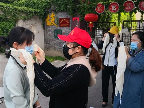5、东关街志愿者参加急救培训 (沈小亮 摄)