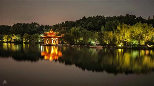 2、钓鱼台夜景