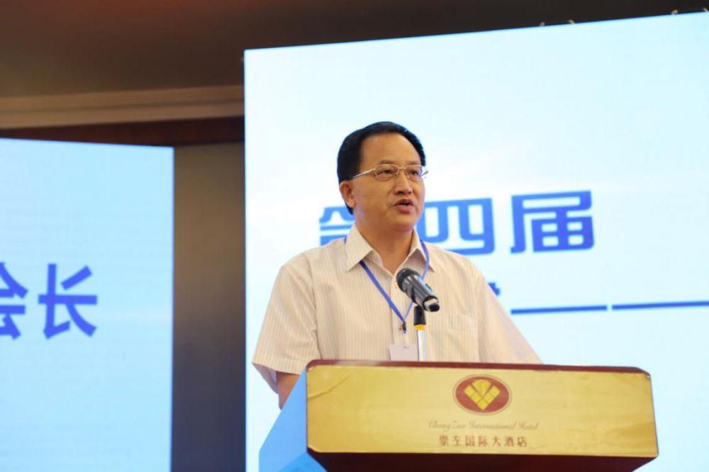 中国木材与木制品流通协会会长刘能文致辞