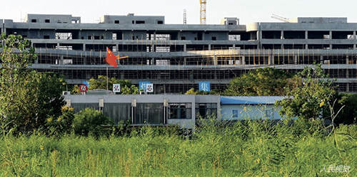 47 斥资1280亿的武汉弘芯半导体项目,如今厂区荒草丛生。